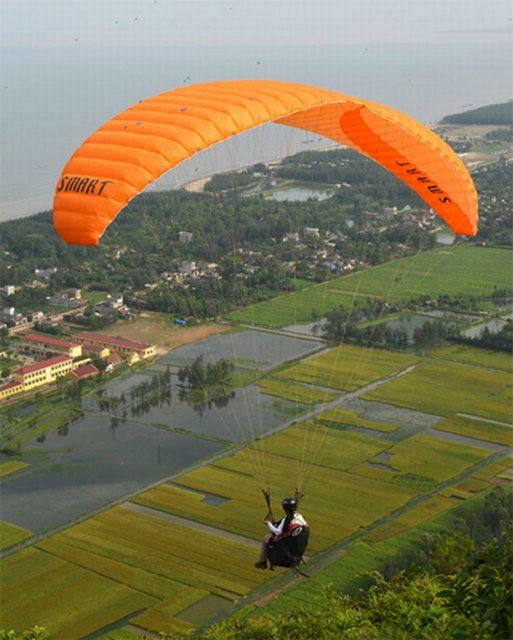 paragliding in Linh Truong mountain