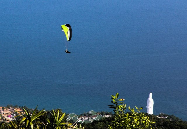 paragliding in Son Tra