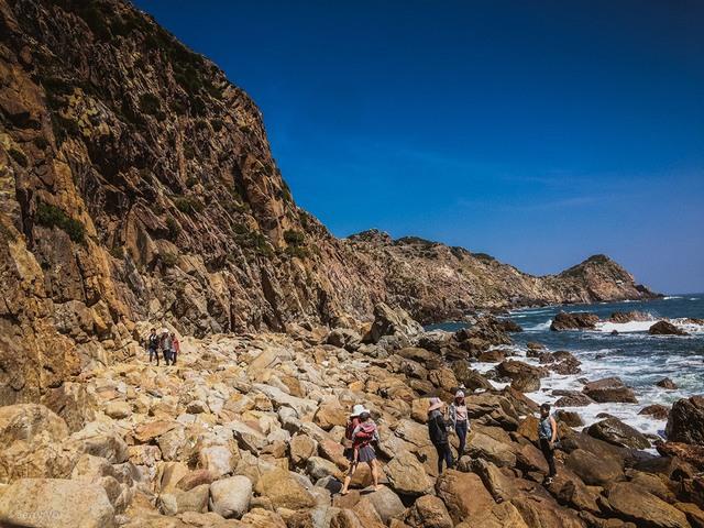 Eo Gio - sea and rock