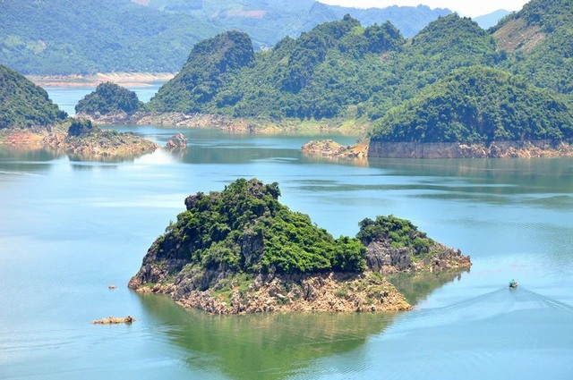 Hoa Binh ทะเลสาบ