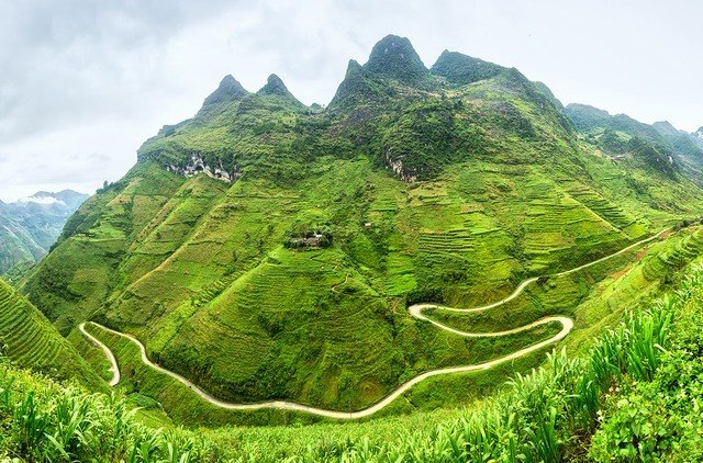 the pass road in Ha Giang