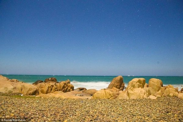 Co Thach Beach is well known for its special composition of multi-colored stones