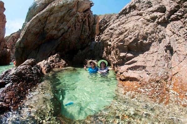 Le mini-piscine est naturellement belle et unique