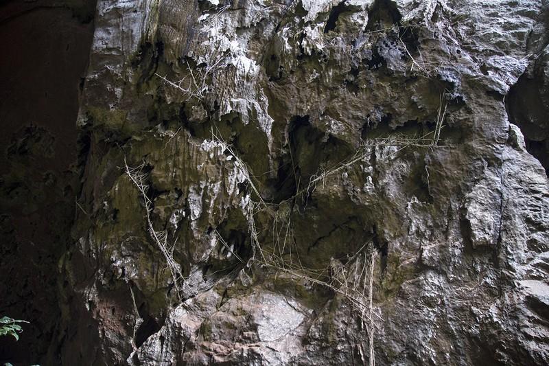 ที่ทางเข้าของถ้ำ