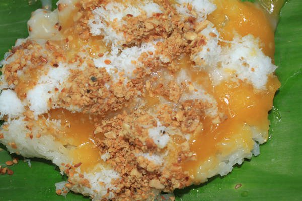 Cadé steamed sticky rice with durian flavor is the delicious food in Saigon