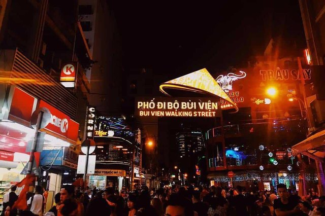 Bui Vien is always bustling at night time @jacknguyen.96