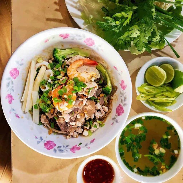 Nam Vang rice noodle soup is brought into Saigon @alsoknownasfoo