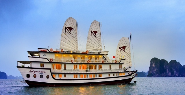 Staying overnight on the cruises in Ha Long Bay