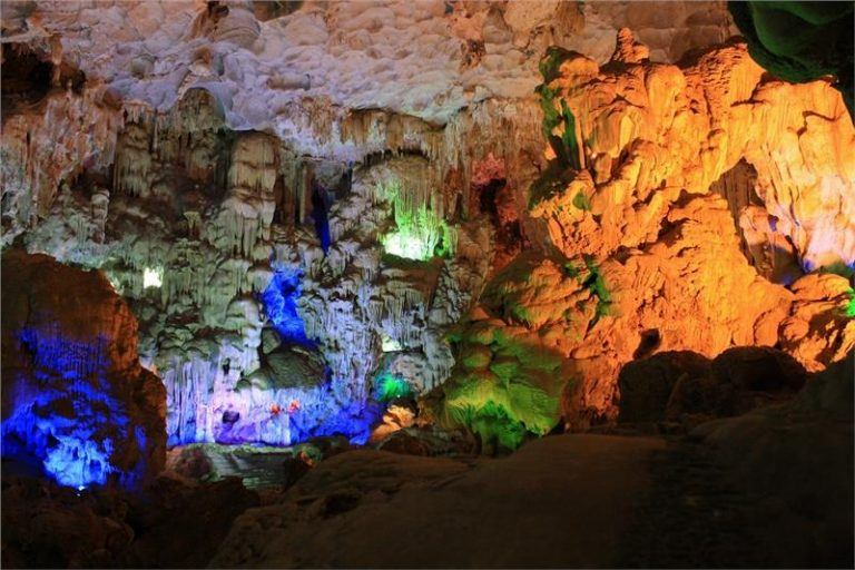 beautiful caves in Ha Long Bay