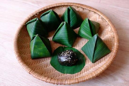 Binh Dinh black glutinous rice cake