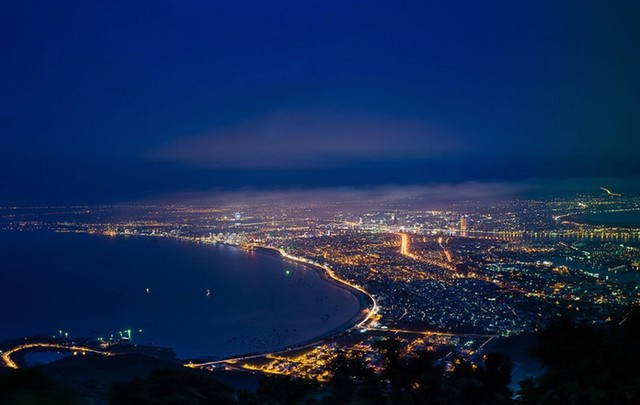 Panoramic view of city from Son Tra peak at night