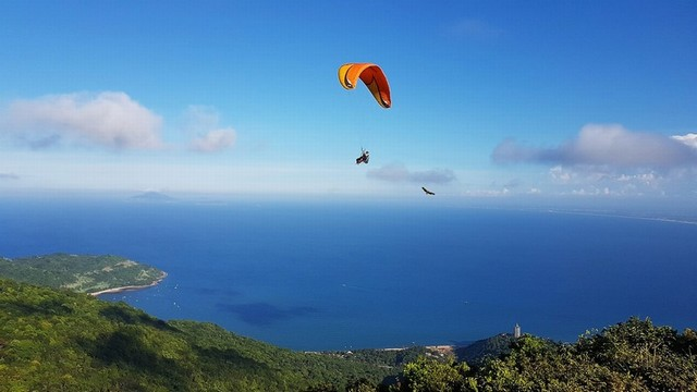 Parachuting on Son Tra Mountain