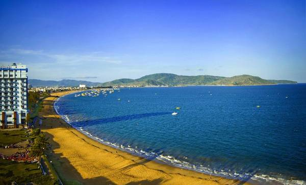 Quy Nhon is a city with a beautiful semi-circular coastline