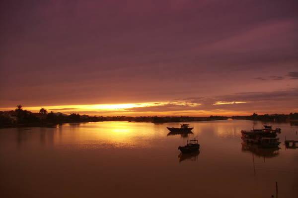 Coucher de soleil sur la rivière Thu Bon. photo Yourhoian.info