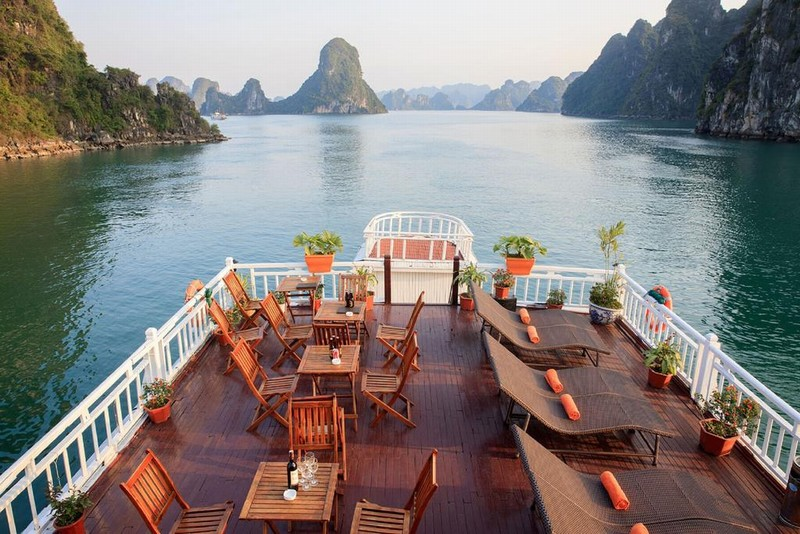 The peaceful moment in Ha Long Bay