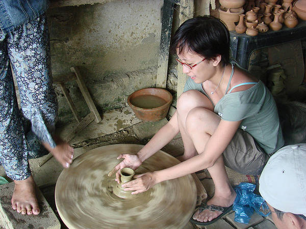 Tourists enjoy the experience of making pottery in Thanh Ha pottery village