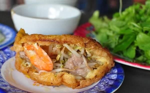 Hue Khoai cake looks quite similar to Vietnamese crepe