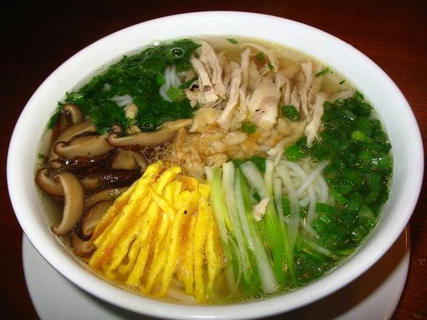 Bun thang - Hot rice noodle soup