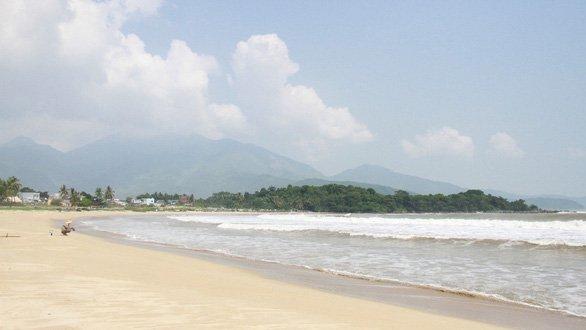 Nam O beach is still wild - picture Doan Cuong