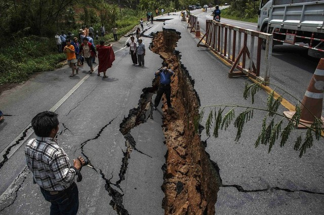 Things you should do when an earthquake occurs in place you are traveling
