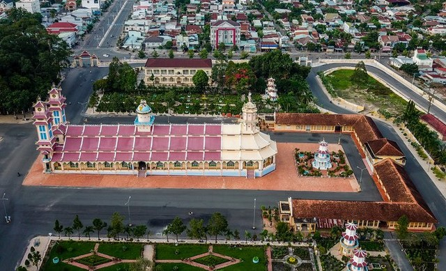 the campus of the Cao Dai temple