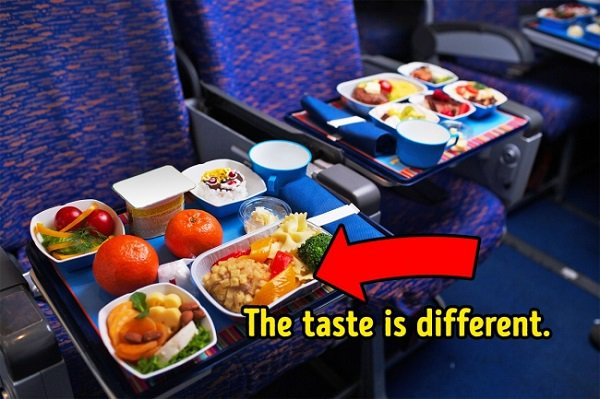 Food on the plane is tasteless
