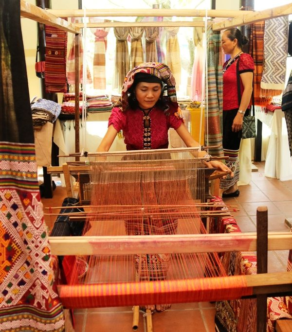 Hoa Tien Traditional Brocade Weaving Village tour package