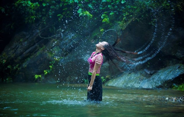 Thai lady at Khe Kem falls
