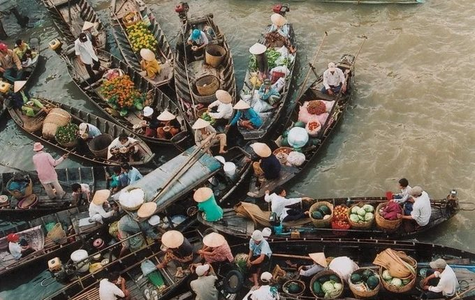 Cai Rang floating market is one of Can Tho's tourist destinations