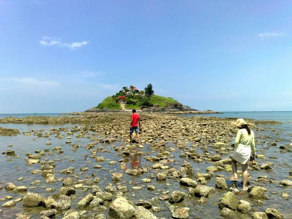 At low tide, visitors can walk to Hon Ba Island