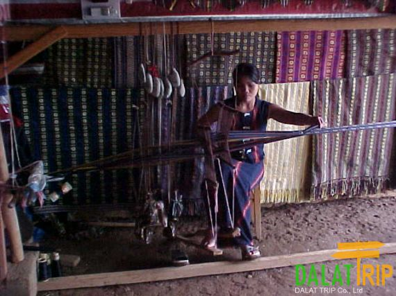 Weaving Silk in Lat village