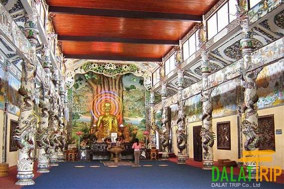 The main hall of Linh Phuoc Pagoda
