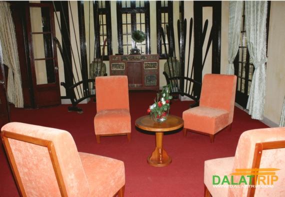 Nguyen Huu Hao Palace Insides