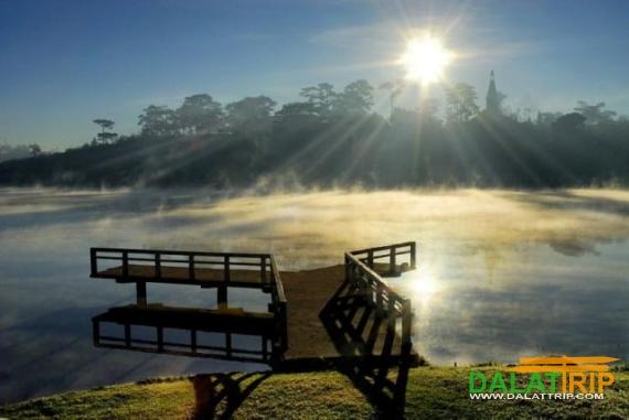 Sunrise on Xuan Huong Lake