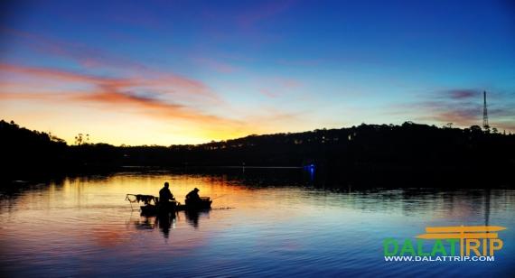 Sunset on Xuan Huong Lake