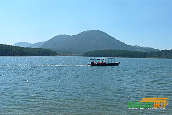 Boat at Tuyen Lam Lake