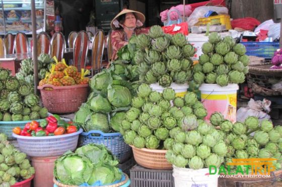 Fresh artichoke for sales at Dalat market