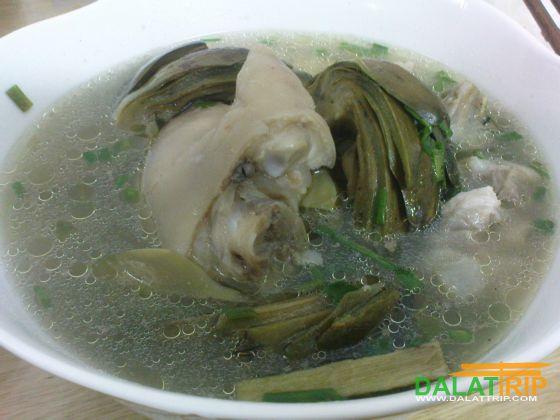 大叻朝鲜蓟炖的汤猪腿