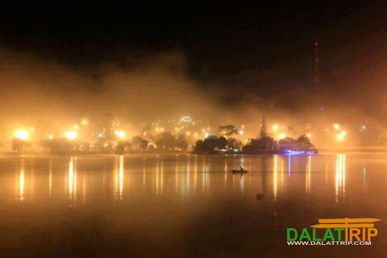 Xuan Huong Lake at night
