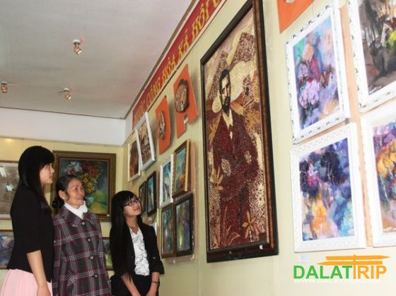 A picture made of 10,000 beans at Dalat's ancient villas exhibition