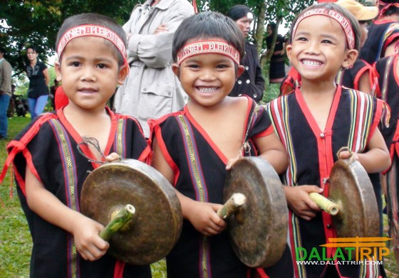 children with gong
