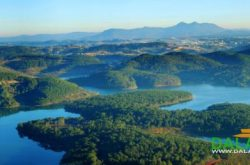 Tuyen Lam lake is the first national tourist attraction in the country