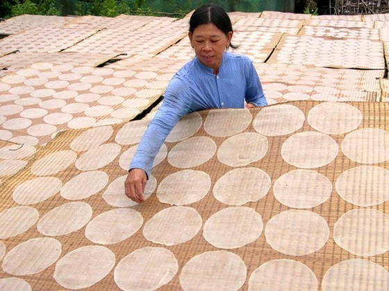 rice paper making in Lac Lam