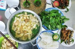 Hot pot of chicken with é leaves in Dalat you should try