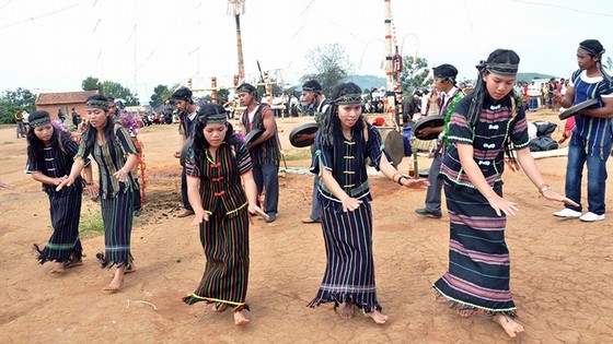 Ma ethnic people in Lam Dong province join a gong performance