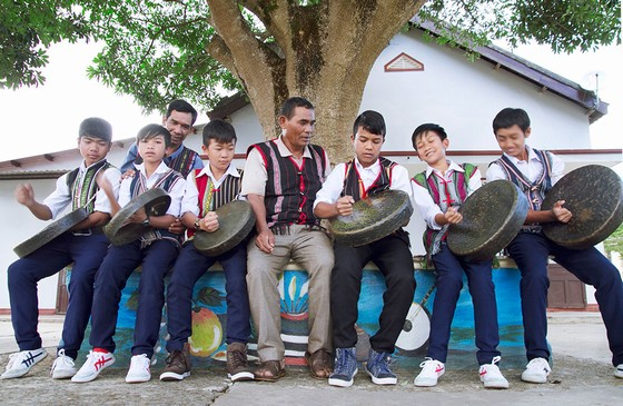 the free classes teaching gong playing have been organised by Lam Dong provincial authorities
