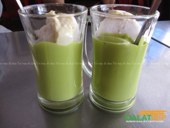 Avocado smoothie with ice cream in Dalat