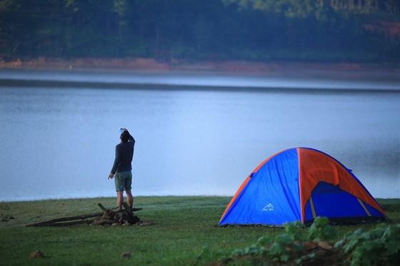 Camping beside Tuyen Lam Lake