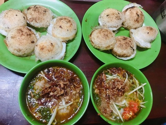 Banh Can Nha Chung - Can cake eatery on Nha Chung Street